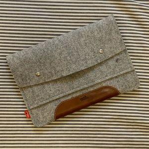 Pack & Smooch Case